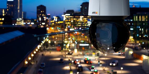 Axis Überwachungskamera bei Nacht